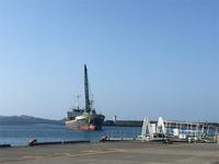 20210312_青い海にかっこいい船.jpg